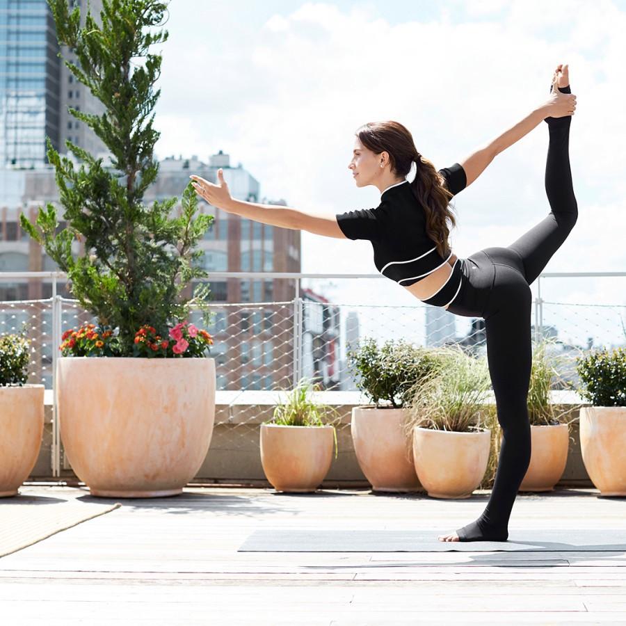 Trải qua 4 lần sinh nở, nữ hoàng yoga Hilaria Baldwin vẫn giữ dáng như thời con gái son trẻ: Tất cả bí quyết của cô ấy là đây - Ảnh 10.