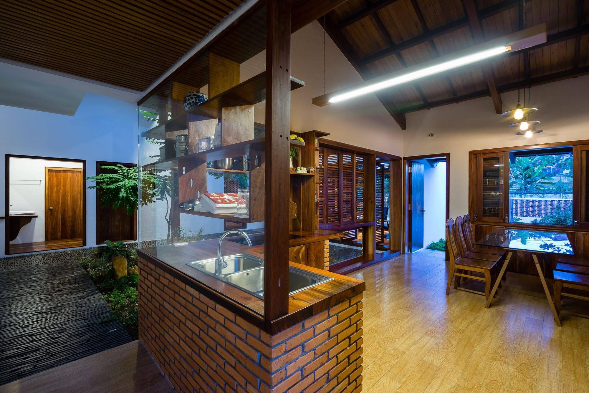 nha-dep-13-1531708744877985629521 Ngôi nhà mái ngói cấp 4 đẹp như resort khiến nhiều người ước mơ ở Lâm Đồng