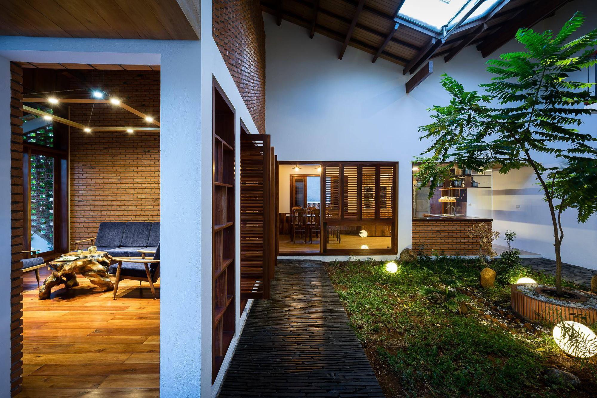 nha-dep-17-1531708744886598037393 Ngôi nhà mái ngói cấp 4 đẹp như resort khiến nhiều người ước mơ ở Lâm Đồng