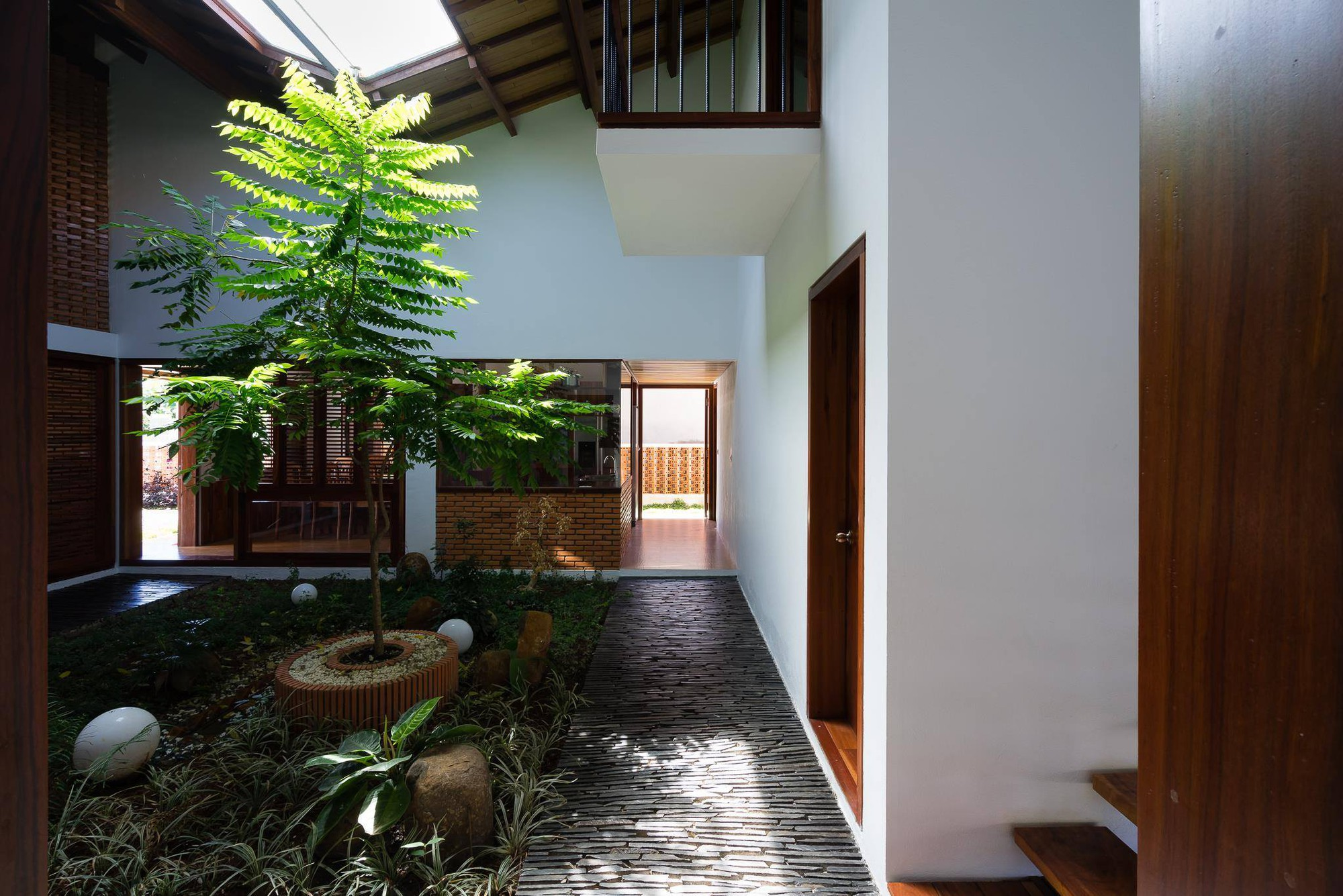 nha-dep-19-1531708744889494141655 Ngôi nhà mái ngói cấp 4 đẹp như resort khiến nhiều người ước mơ ở Lâm Đồng