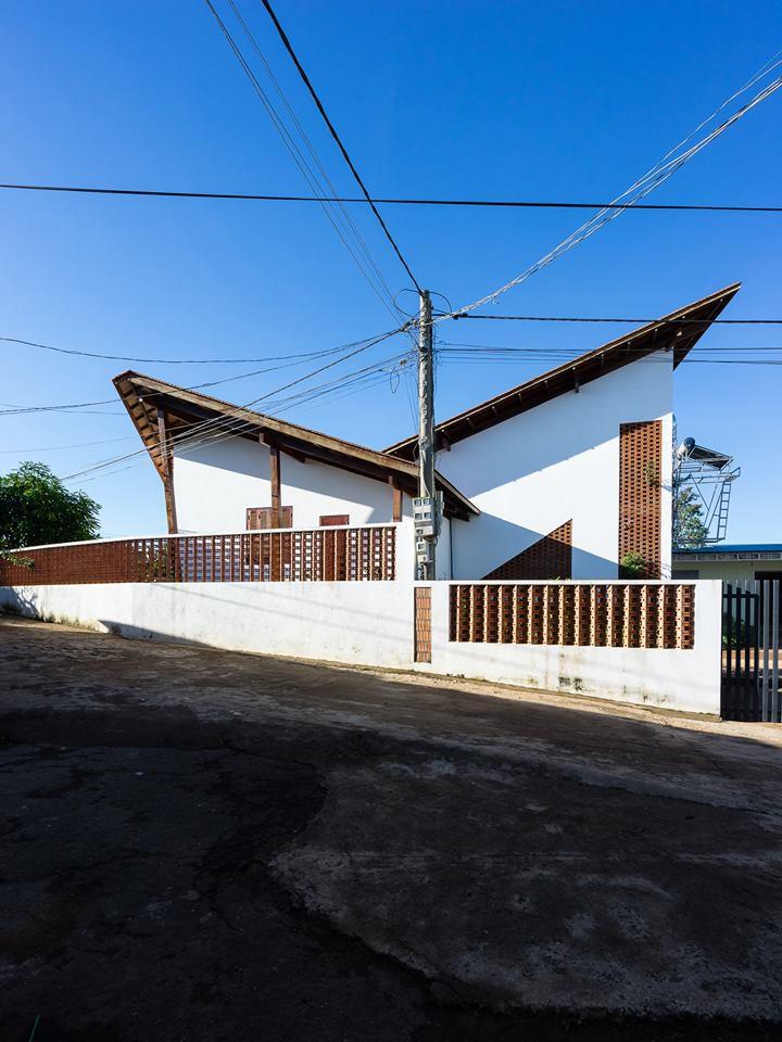 nha-dep-2-15317087448502099986482 Ngôi nhà mái ngói cấp 4 đẹp như resort khiến nhiều người ước mơ ở Lâm Đồng