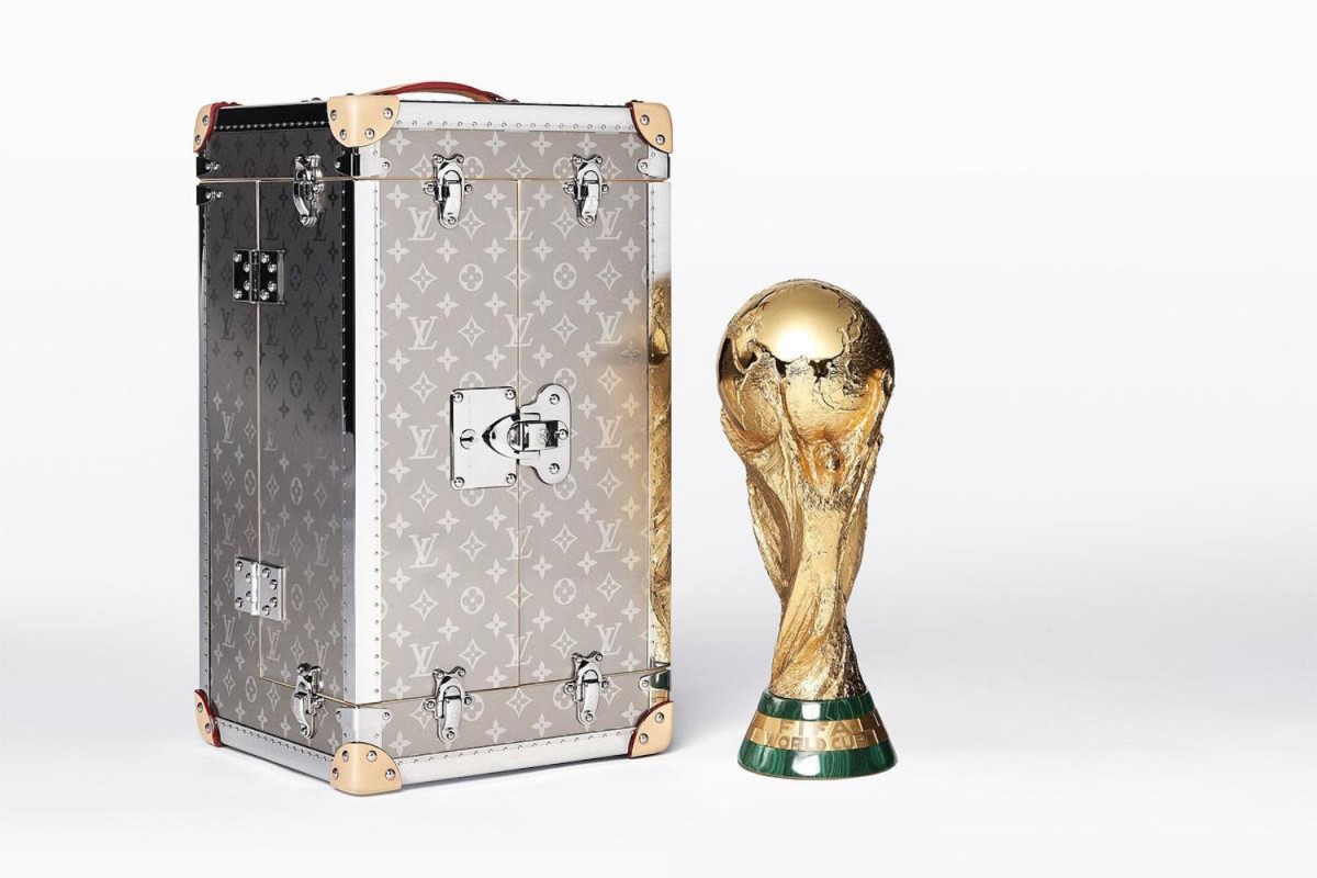 Trước khi đến tay đội vô địch, cúp vàng danh giá của World Cup 2018 được đặt trong vali Louis Vuitton sang chảnh nhường này - Ảnh 3.