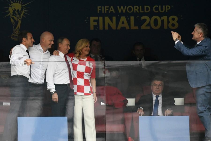 Những khoảnh khắc hài hước không thể nào quên của các vị nguyên thủ quốc gia trong trận Chung kết World Cup 2018 - Ảnh 7.