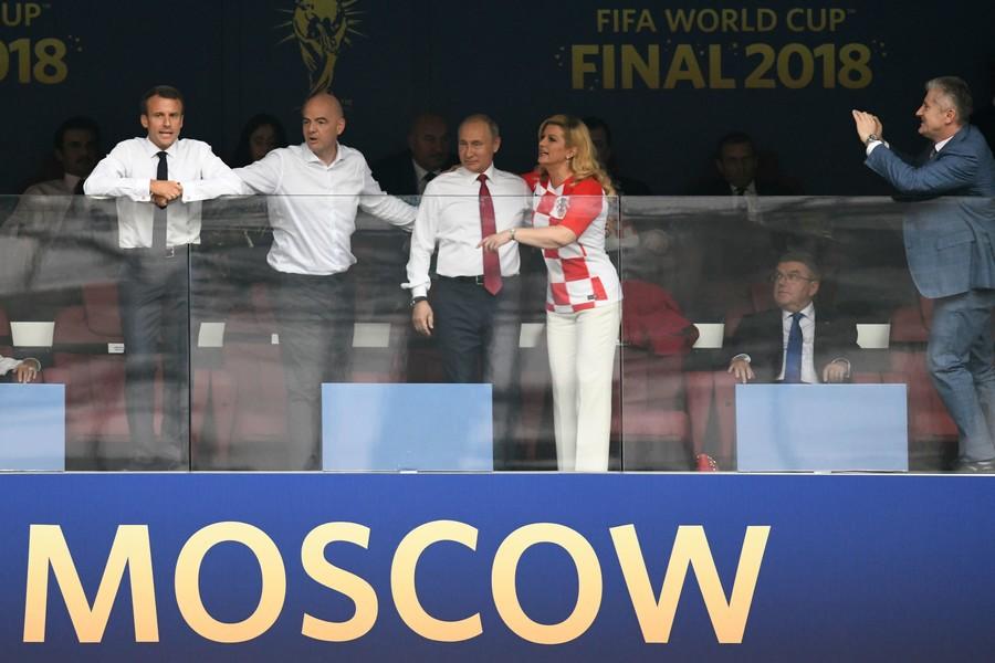 Những khoảnh khắc hài hước không thể nào quên của các vị nguyên thủ quốc gia trong trận Chung kết World Cup 2018 - Ảnh 6.