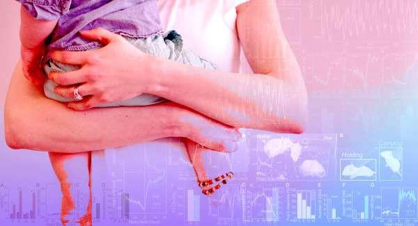 Khoa học lí giải hiện tượng trẻ sơ sinh đang khóc ngằn ngặt bỗng nín khóc khi được mẹ bế đi rong - Ảnh 2.