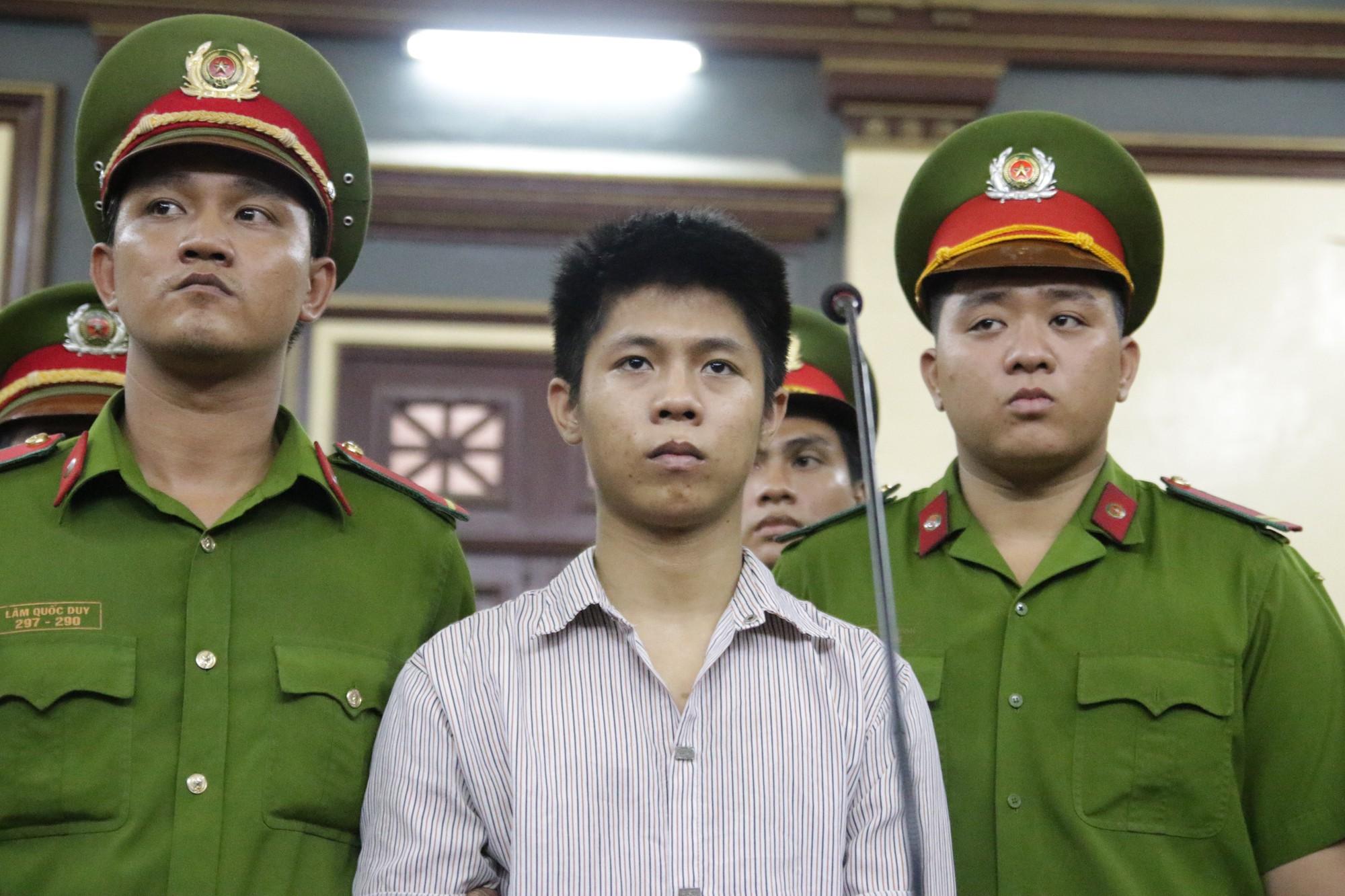 Bà nội bé gái bị tạt axit năm 7 tuổi vì mẹ giật chồng người khác: Tôi muốn xin đôi mắt của tử tù Nguyễn Hữu Tình để cứu cháu - Ảnh 4.