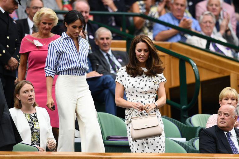 Trang phục của Meghan Markle tại Wimbledon 2018 hóa ra lại là ẩn ý lãng mạn giữa cô và Hoàng tử Harry - Ảnh 2.
