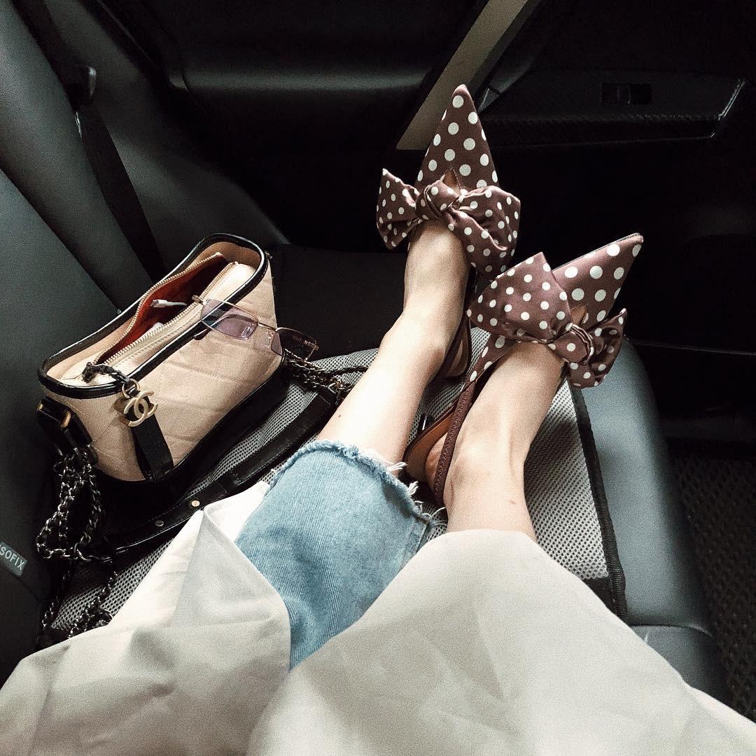 """Bỏ qua giày cao gót lênh khênh, cô nàng cao 1m58 này vẫn có cách """"hack dáng"""" cực hay nhờ giày dép đế thấp - Ảnh 10."""