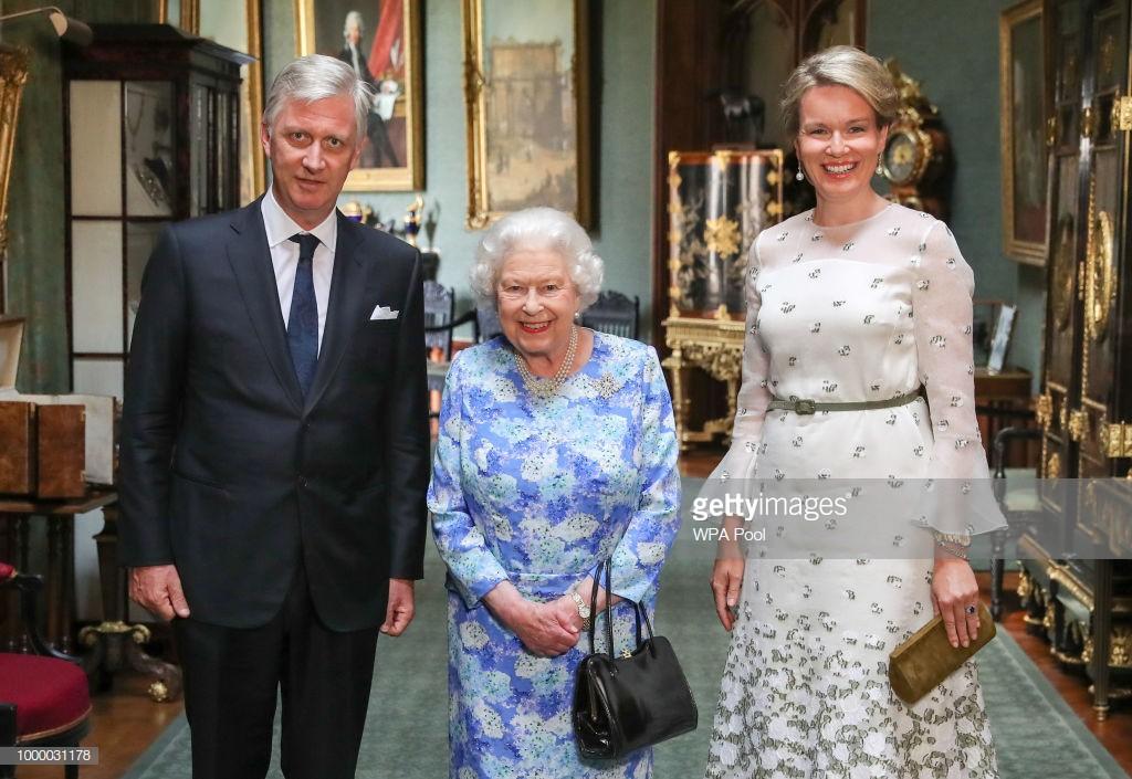 Đón tiếp Tổng thống Donad Trump, Nữ hoàng Anh đã chọn những món trang sức cài áo có ý nghĩa vô cùng đặc biệt - Ảnh 8.