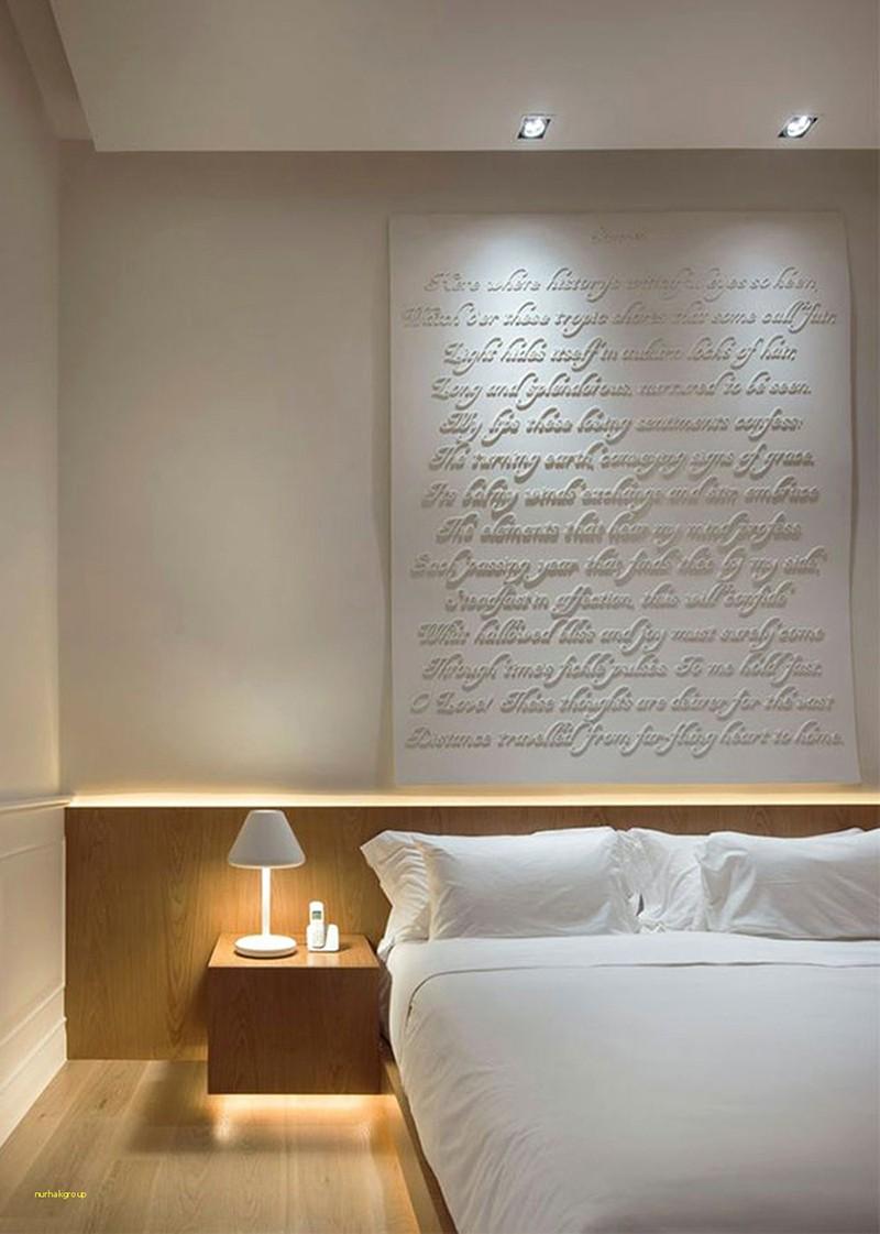 Có sự hỗ trợ của đèn led thì bộ giường ngủ đơn điệu của gia đình cũng trở nên thu hút đến bất ngờ - Ảnh 2.