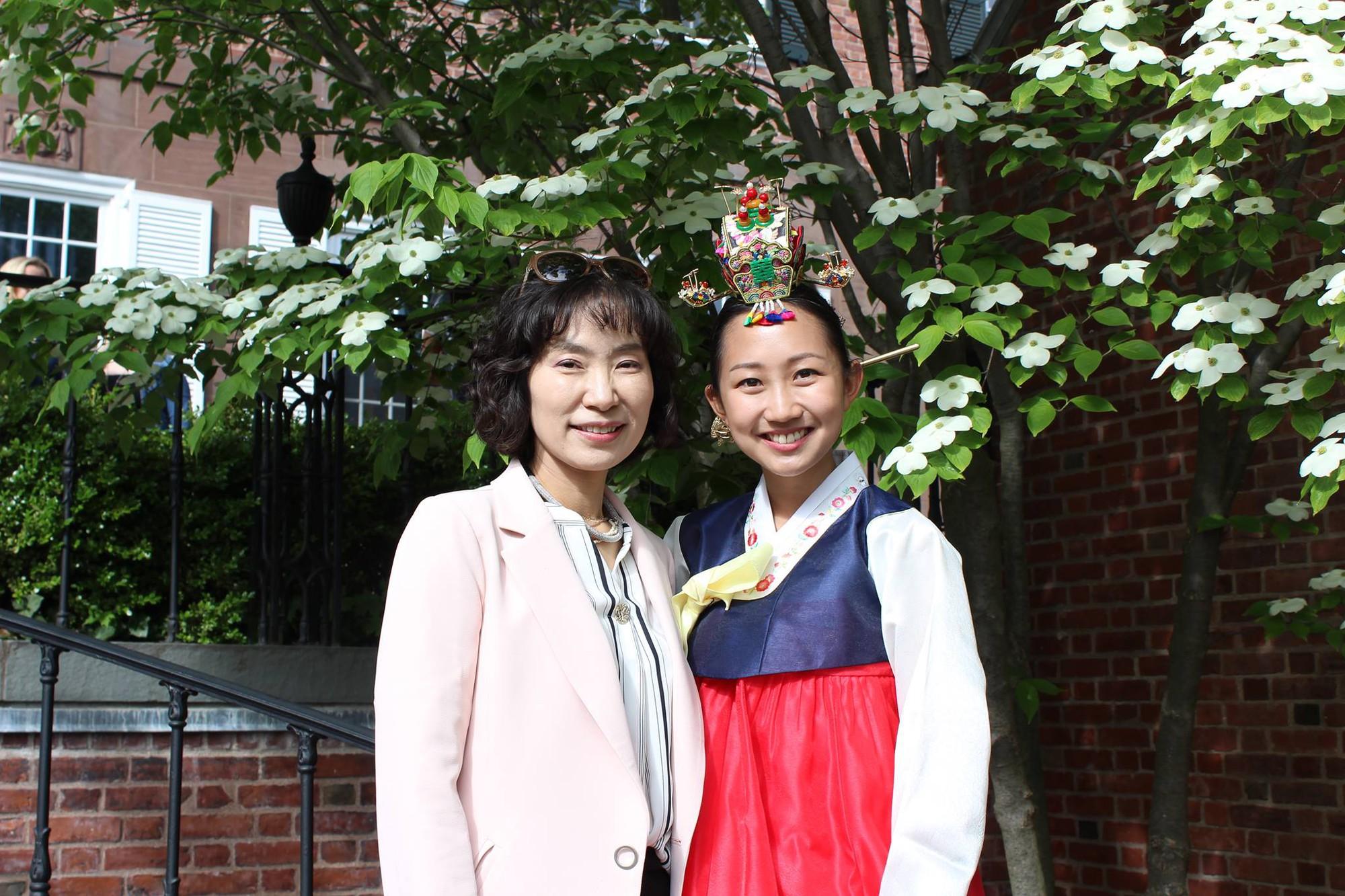 Đã 53 tuổi, người phụ nữ Hàn Quốc vẫn sở hữu làn da đến lớp trẻ cũng phải ganh tị nhờ quy trình chống lão hóa 8 bước này  - Ảnh 1.