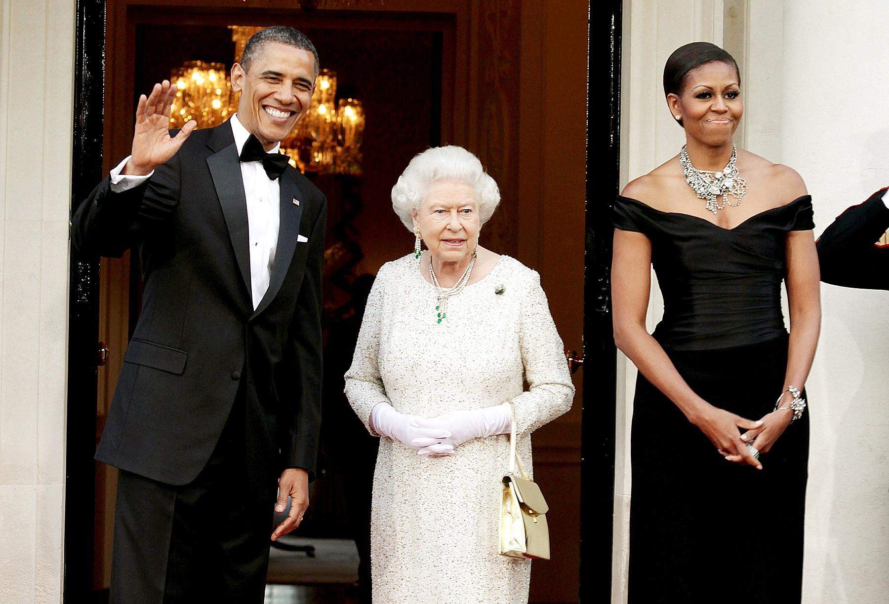 Đón tiếp Tổng thống Donad Trump, Nữ hoàng Anh đã chọn những món trang sức cài áo có ý nghĩa vô cùng đặc biệt - Ảnh 7.