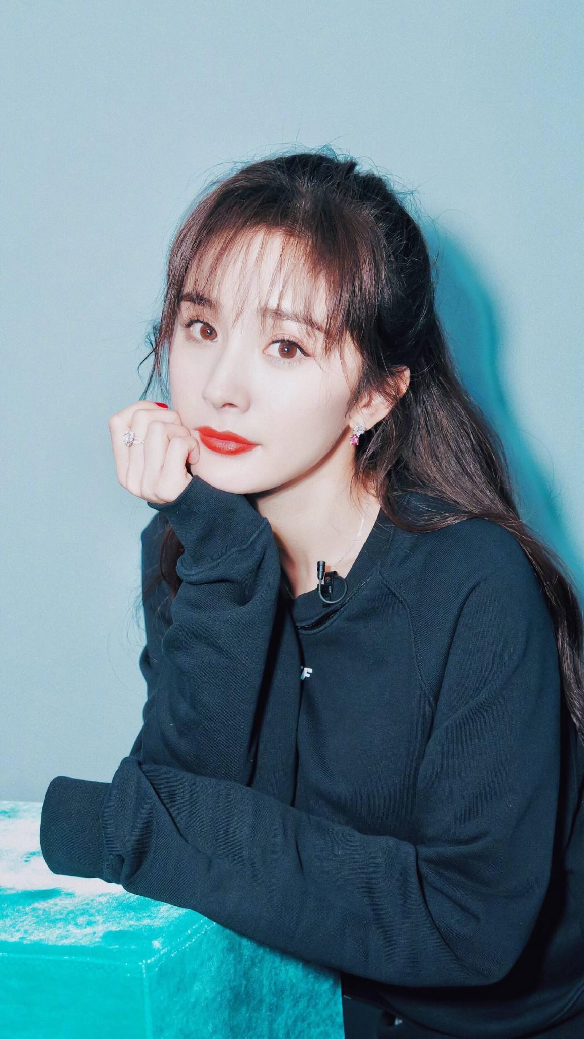 Lạm dụng botox và photoshop, Dương Mịch khiến dân tình hoảng hồn khi lộ nhan sắc thật tại show truyền hình - Ảnh 1.