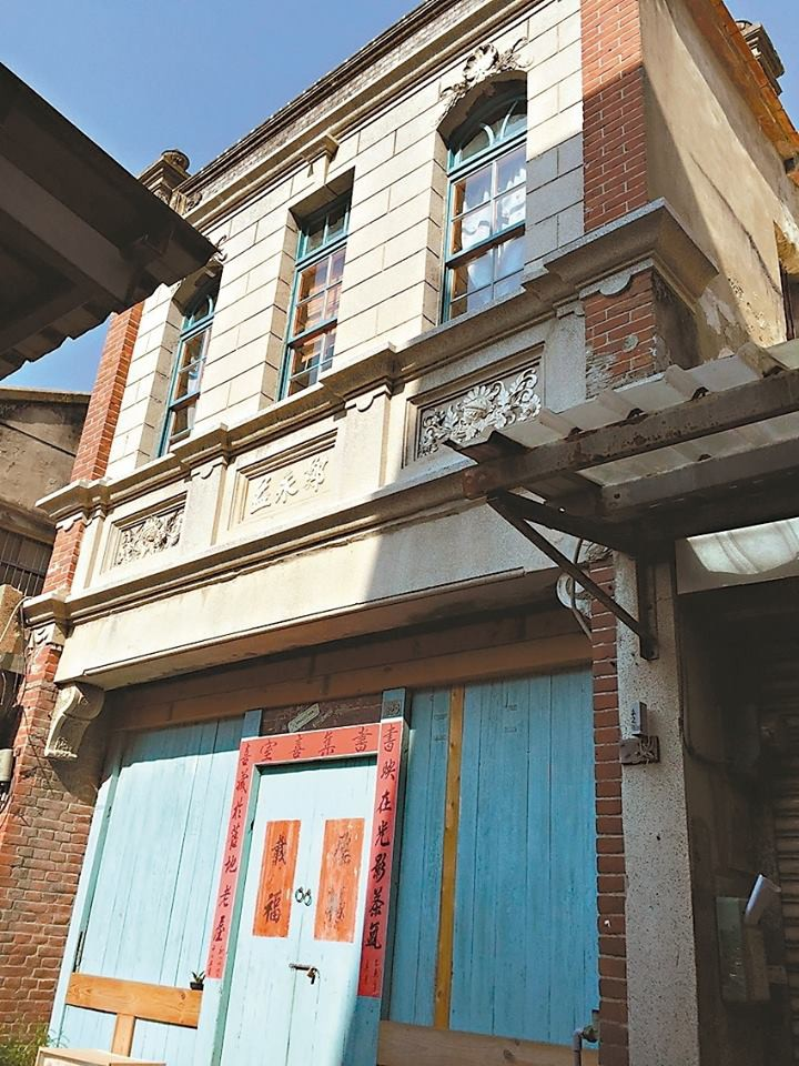 Ngôi nhà trong hẻm nhỏ tối tăm chật chội bỗng hóa rộng rãi, ngập tràn ánh sáng sau khi cải tạo - Ảnh 1.