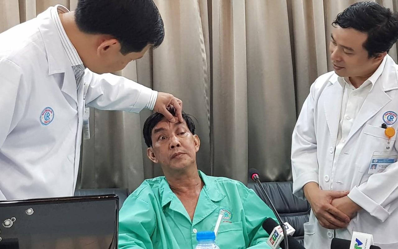 Người đàn ông An Giang bị hàng chục mảnh gỗ ghim vào hốc mắt vì ngã xe đập mặt xuống đường