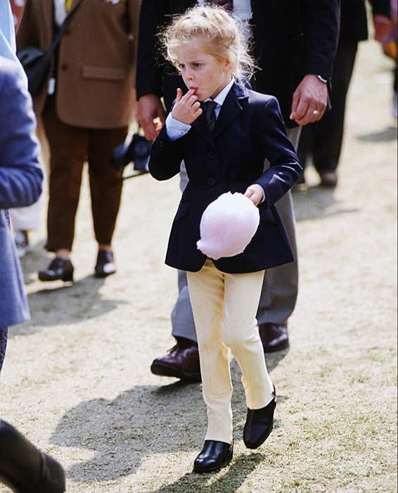 Trước thềm sinh nhật mừng Hoàng tử George lên 5, công chúng tìm lại loạt ảnh hiếm thuở bé của thành viên Hoàng tộc và nhận ra điều thú vị - Ảnh 13.