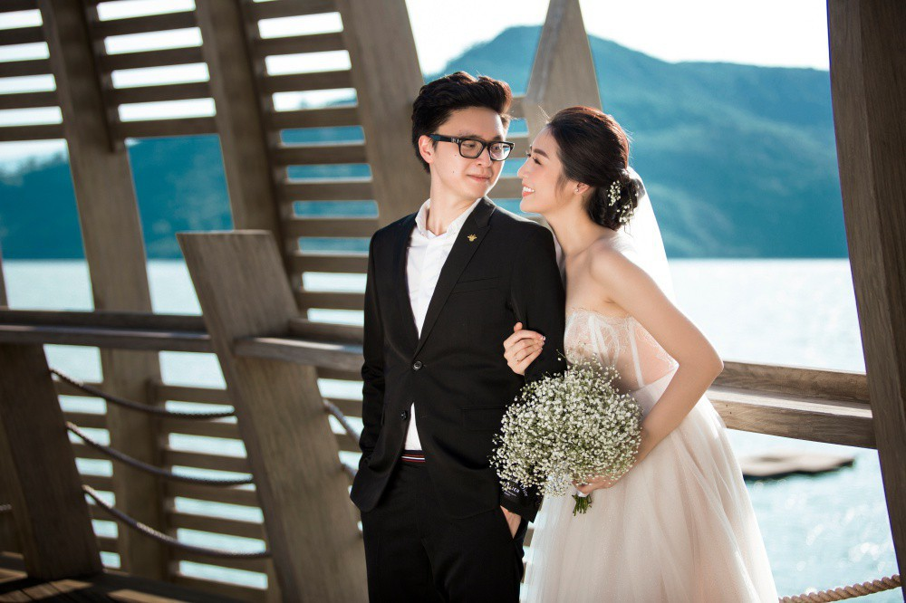 Hé lộ váy cưới lộng lẫy được thiết kế riêng cho Á hậu Tú Anh trong ngày trọng đại - Ảnh 4.