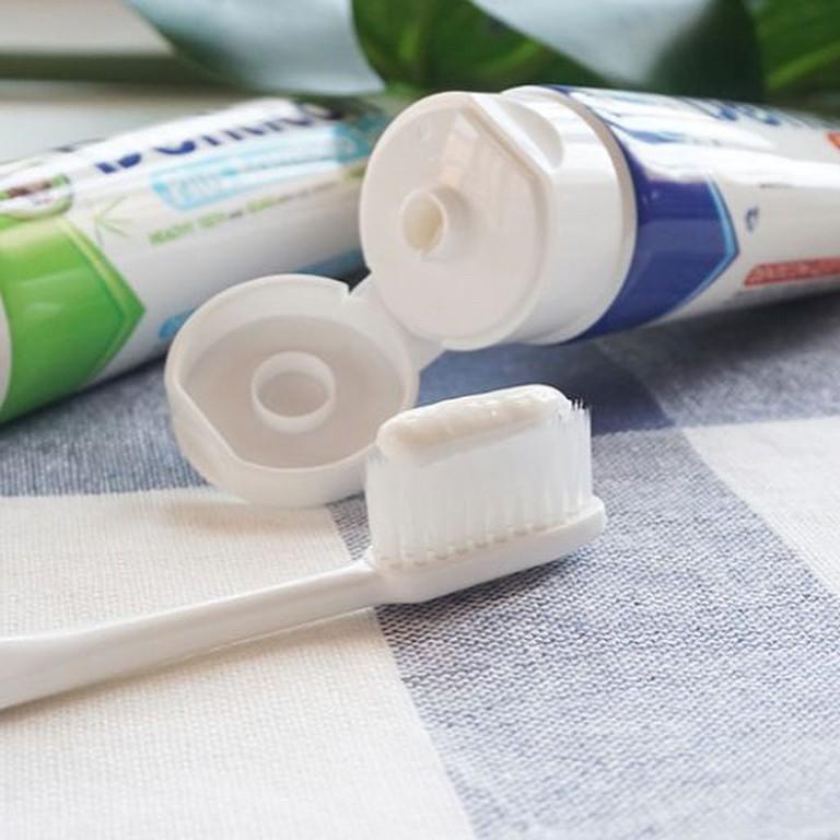 Bác sĩ da liễu khẳng định: Kem đánh răng không có khả năng trị mụn như nhiều người lầm tưởng - Ảnh 2.