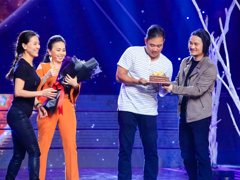 Cẩm Ly - Minh Vy kỷ niệm 14 năm ngày cưới trên sân khấu Ca sĩ thần tượng - Ảnh 1.