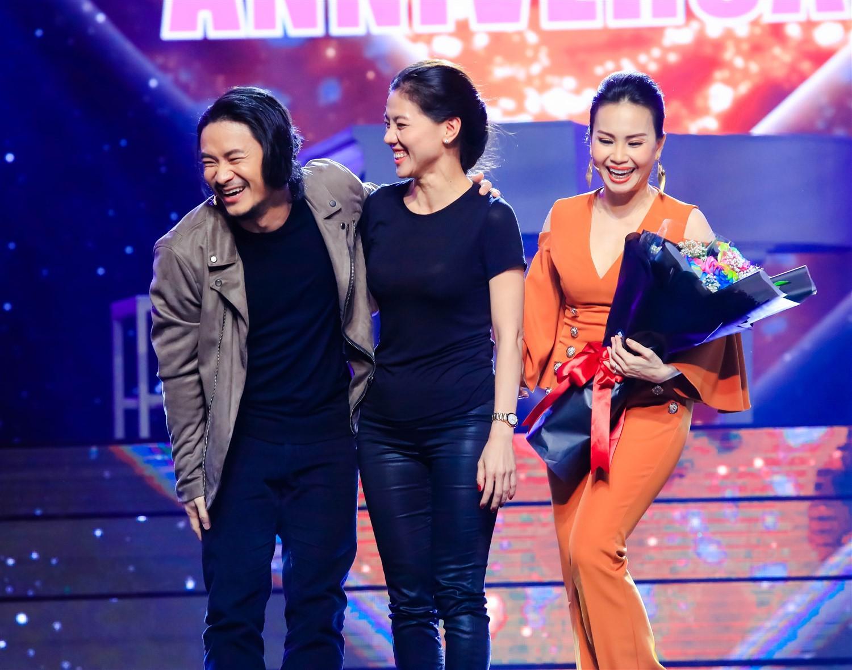 Cẩm Ly - Minh Vy kỷ niệm 14 năm ngày cưới trên sân khấu Ca sĩ thần tượng - Ảnh 2.