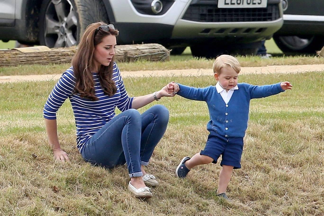 Hơn 40 bức ảnh ghi lại những khoảnh khắc cực đáng yêu cho thấy hành trình lớn lên của Hoàng tử George trong 5 năm đầu đời - Ảnh 13.