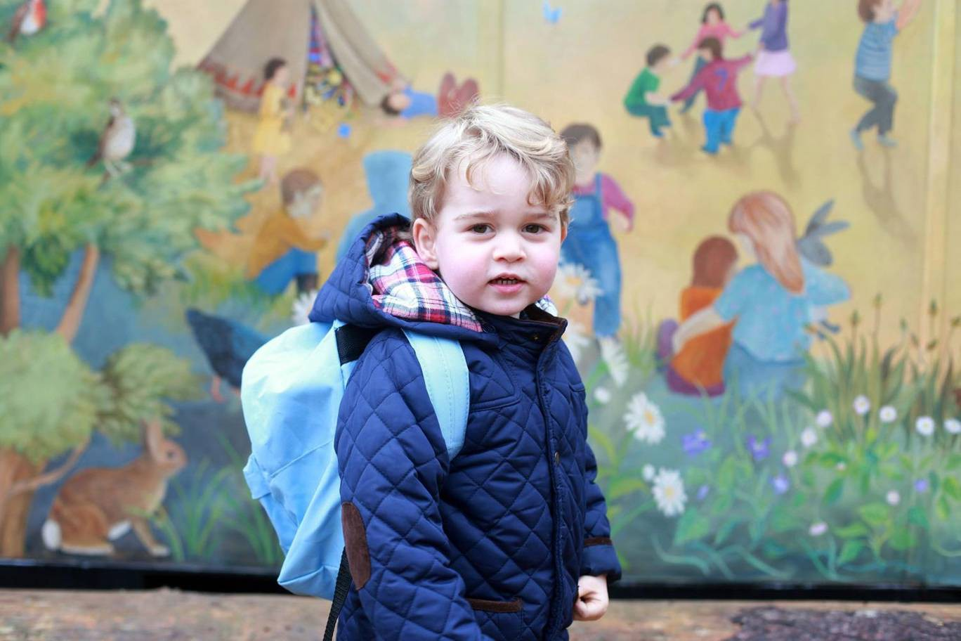 Hơn 40 bức ảnh ghi lại những khoảnh khắc cực đáng yêu cho thấy hành trình lớn lên của Hoàng tử George trong 5 năm đầu đời - Ảnh 15.
