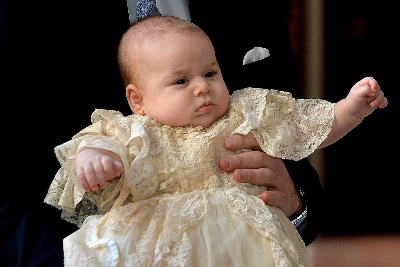 Hơn 40 bức ảnh ghi lại những khoảnh khắc cực đáng yêu cho thấy hành trình lớn lên của Hoàng tử George trong 5 năm đầu đời - Ảnh 3.