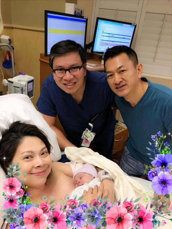 Những hình ảnh đầu tiên cực kỳ đáng yêu của con gái Thanh Thảo và chồng Việt kiều  - Ảnh 1.