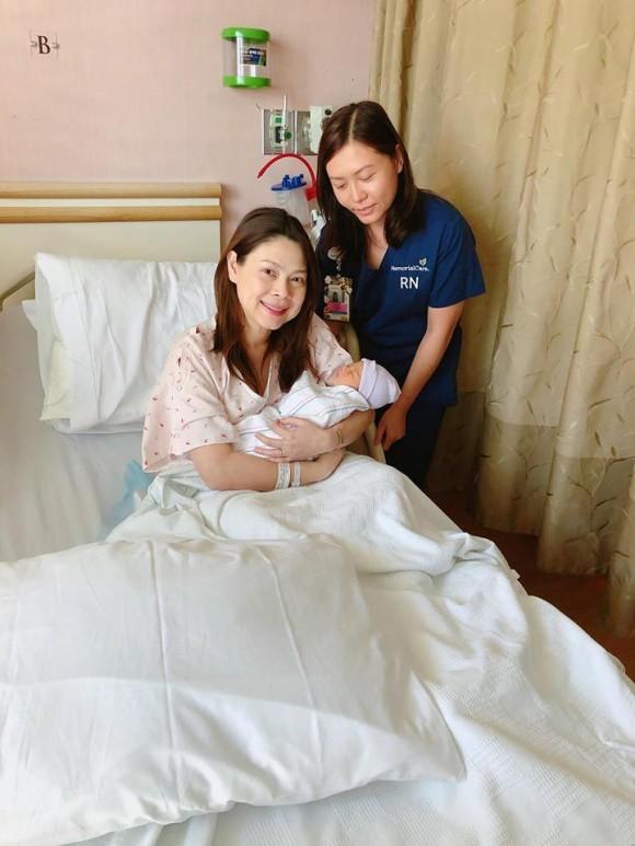 Những hình ảnh đầu tiên cực kỳ đáng yêu của con gái Thanh Thảo và chồng Việt kiều  - Ảnh 5.