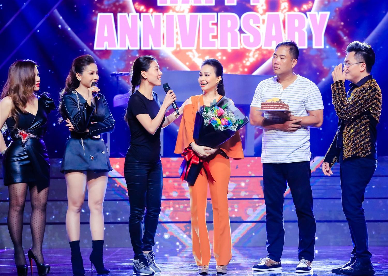 Cẩm Ly - Minh Vy kỷ niệm 14 năm ngày cưới trên sân khấu Ca sĩ thần tượng - Ảnh 6.