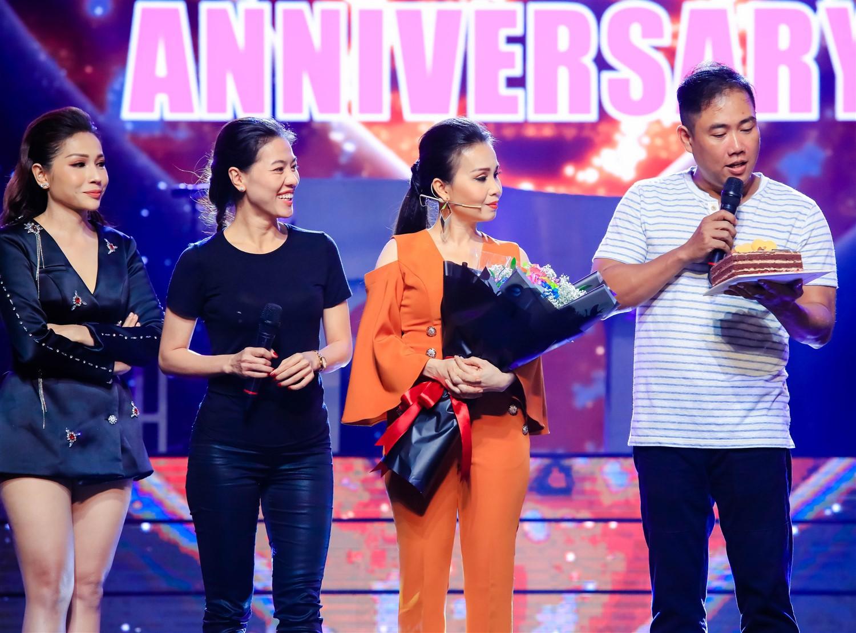 Cẩm Ly - Minh Vy kỷ niệm 14 năm ngày cưới trên sân khấu Ca sĩ thần tượng - Ảnh 4.