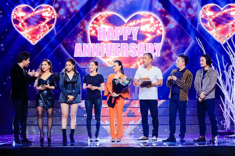 Cẩm Ly - Minh Vy kỷ niệm 14 năm ngày cưới trên sân khấu Ca sĩ thần tượng - Ảnh 3.
