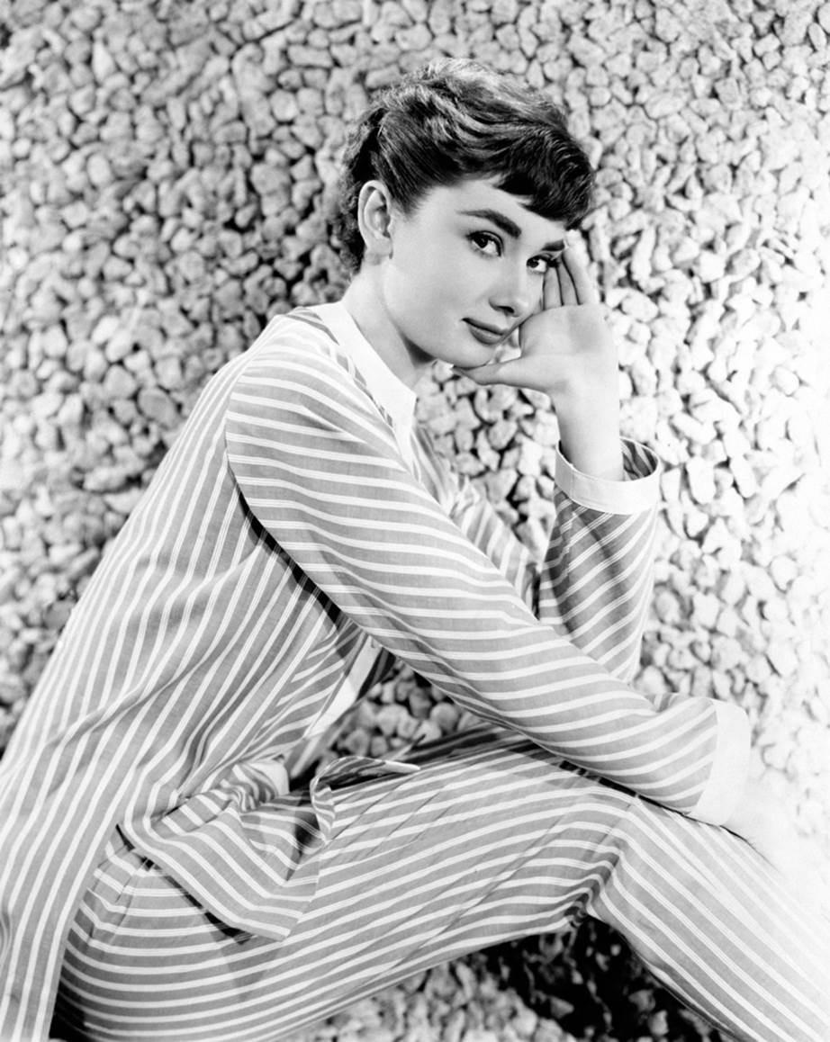 """Chỉ có thể là biểu tượng nhan sắc của mọi thời đại - Audrey Hepburn: diện đồ tối giản, đậm chất """"tomboy"""" mà vẫn đẹp đến nao lòng - Ảnh 7."""