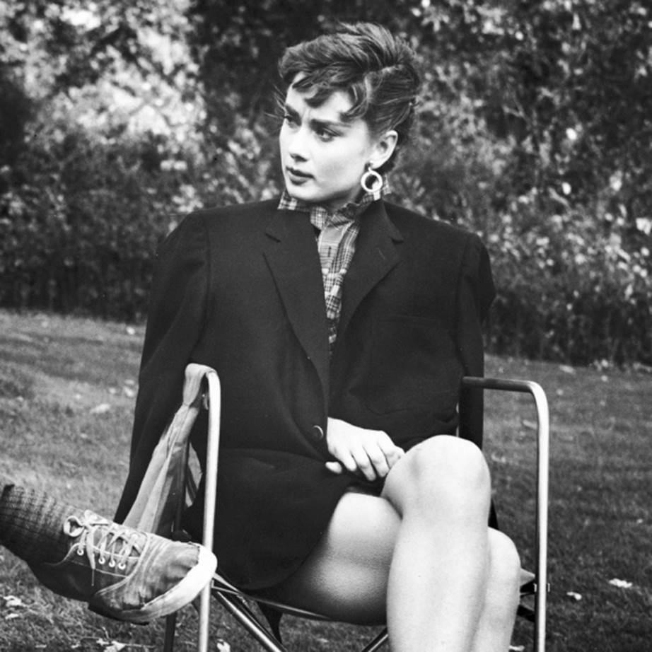 """Chỉ có thể là biểu tượng nhan sắc của mọi thời đại - Audrey Hepburn: diện đồ tối giản, đậm chất """"tomboy"""" mà vẫn đẹp đến nao lòng - Ảnh 3."""