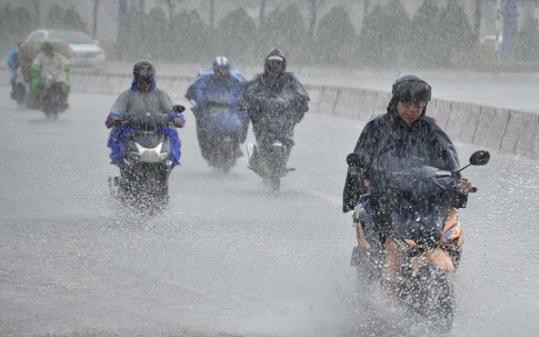 Thời tiết ngày 21/7: Hà Nội mưa cả ngày, có dông kèm gió giật mạnh, miền núi phía Bắc nguy cơ chịu lũ quét