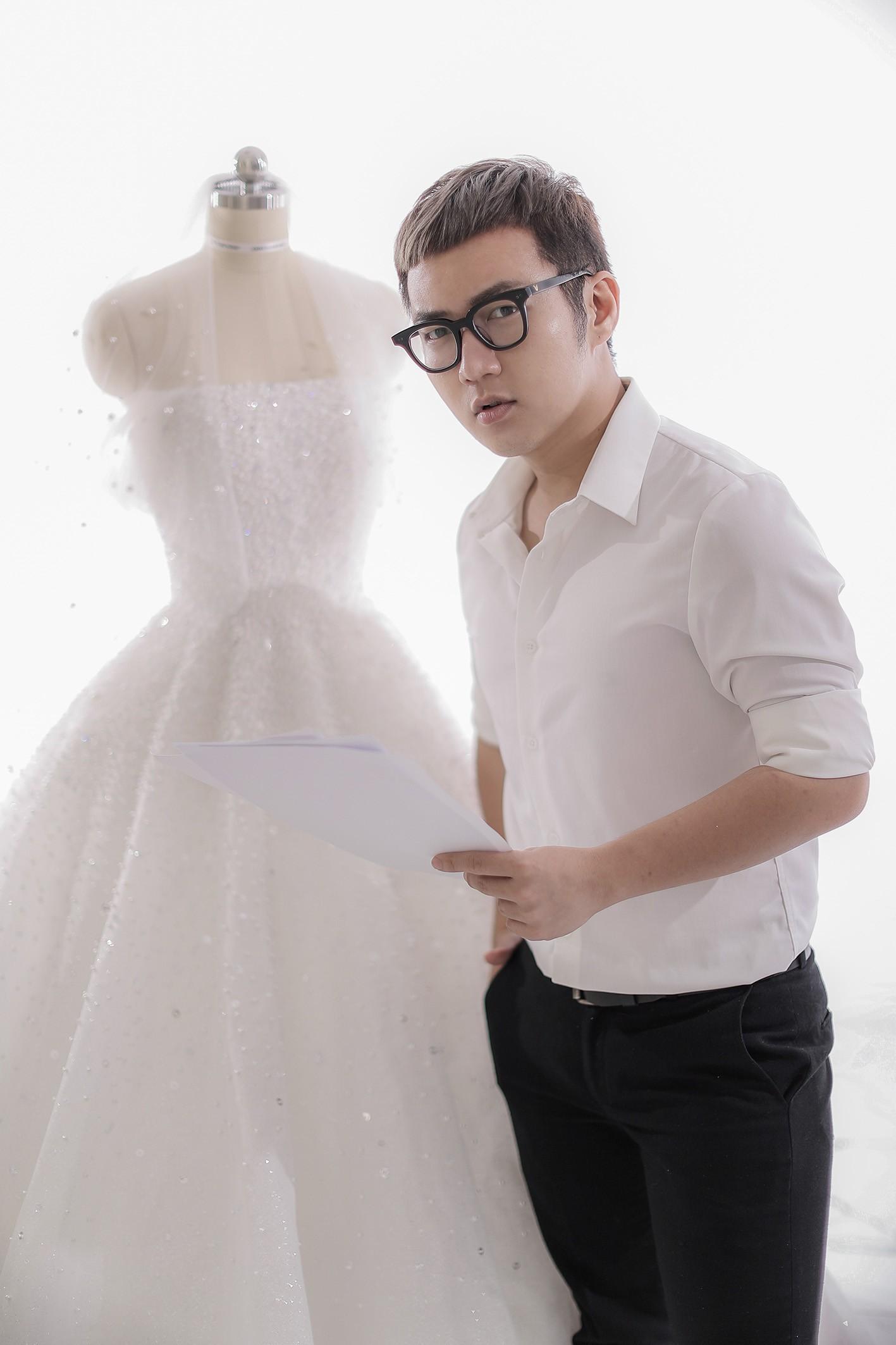 Á hậu Tú Anh lộng lẫy như cô dâu cổ tích khi diện váy cưới đính kết hơn 20.000 viên pha lê trong ngày trọng đại - Ảnh 1.