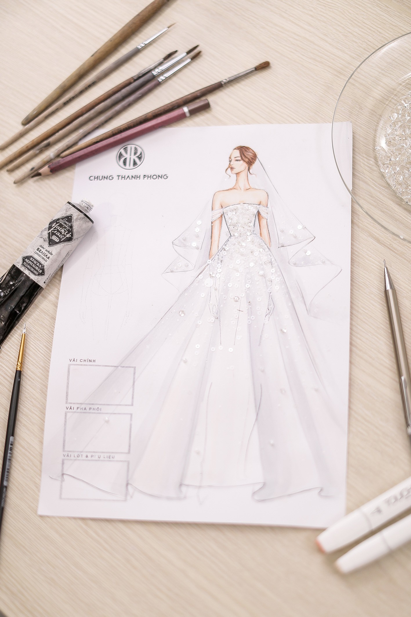 Á hậu Tú Anh lộng lẫy như cô dâu cổ tích khi diện váy cưới đính kết hơn 20.000 viên pha lê trong ngày trọng đại - Ảnh 6.