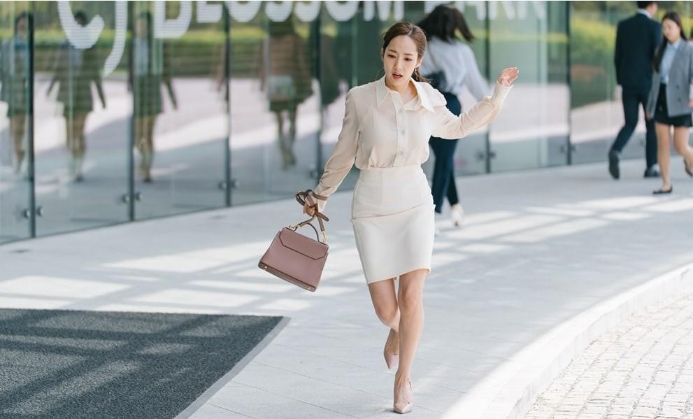 Có nàng công sở nào bình dân như thư ký Kim, cả kho túi hiệu tính sơ qua cũng lên tới 700 triệu - Ảnh 3.