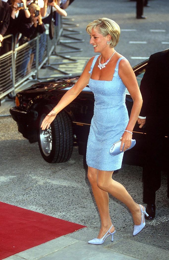 4 mẫu giày cao gót được Công nương Diana lăng xê từ 20 năm trước, đến nay vẫn hot bất chấp mọi thời đại - Ảnh 1.