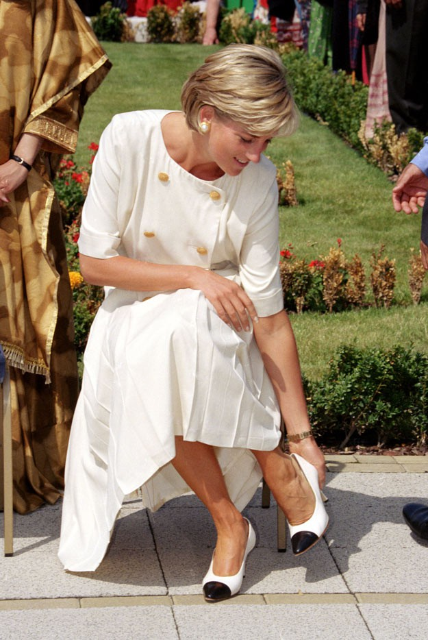 4 mẫu giày cao gót được Công nương Diana lăng xê từ 20 năm trước, đến nay vẫn hot bất chấp mọi thời đại - Ảnh 7.