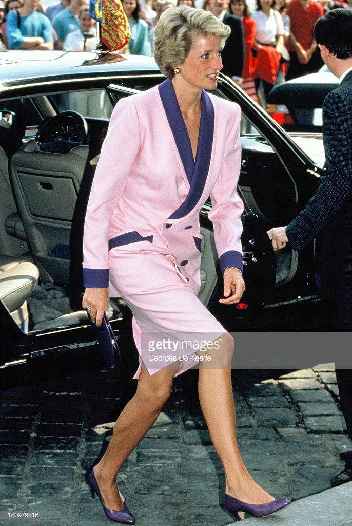 4 mẫu giày cao gót được Công nương Diana lăng xê từ 20 năm trước, đến nay vẫn hot bất chấp mọi thời đại - Ảnh 4.