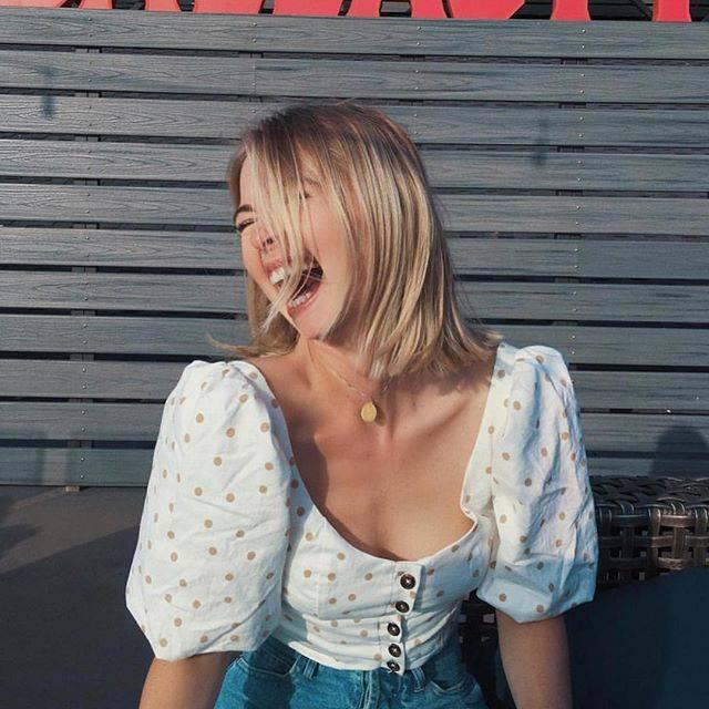 10 kiểu áo blouse hot nhất hiện nay, ngắm rồi chỉ muốn sắm cho bằng hết để mặc  - Ảnh 1.