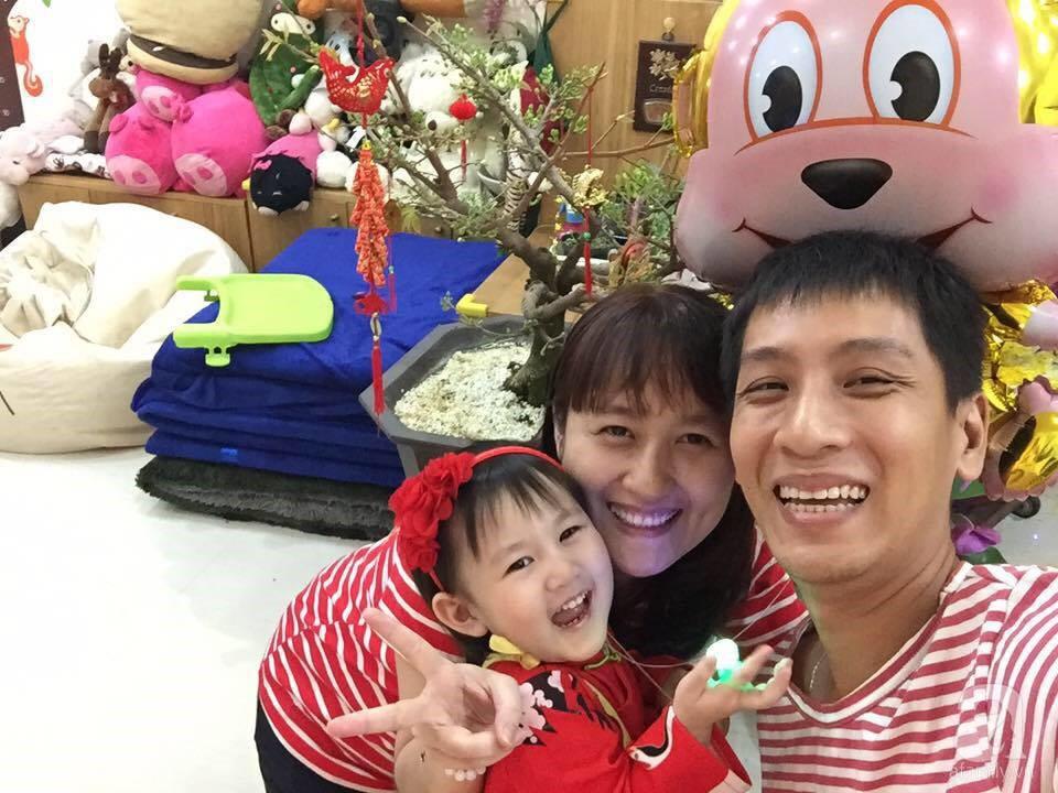 Ông bố trẻ ở Sài Gòn chia sẻ kinh nghiệm để có được vườn rau thủy canh tươi tốt, an toàn - Ảnh 1.