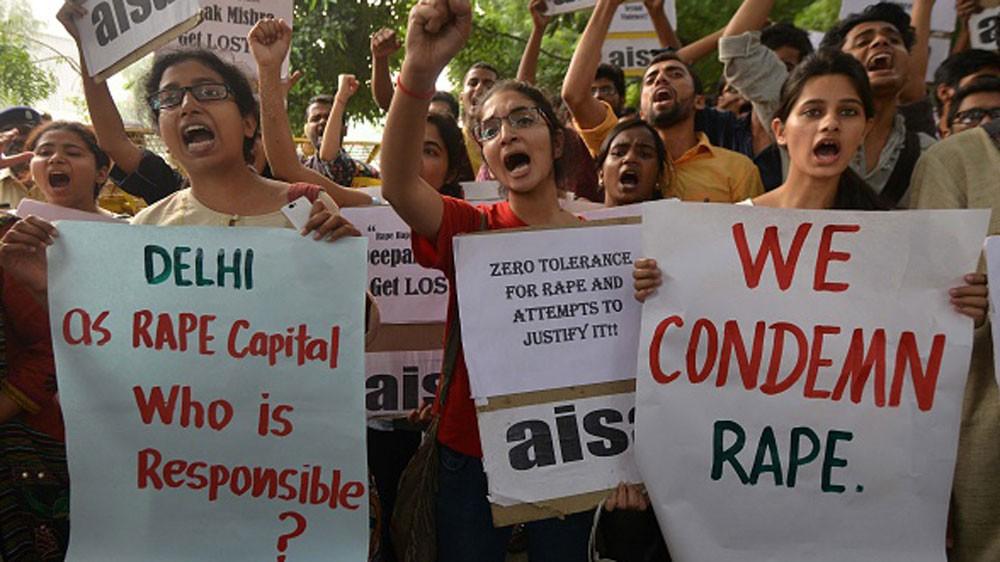 Ấn Độ: Nam thanh niên bắt cóc bé gái 7 tháng đang ngủ trên tay người bà mù lòa rồi cưỡng hiếp em gây phẫn nộ - Ảnh 1.