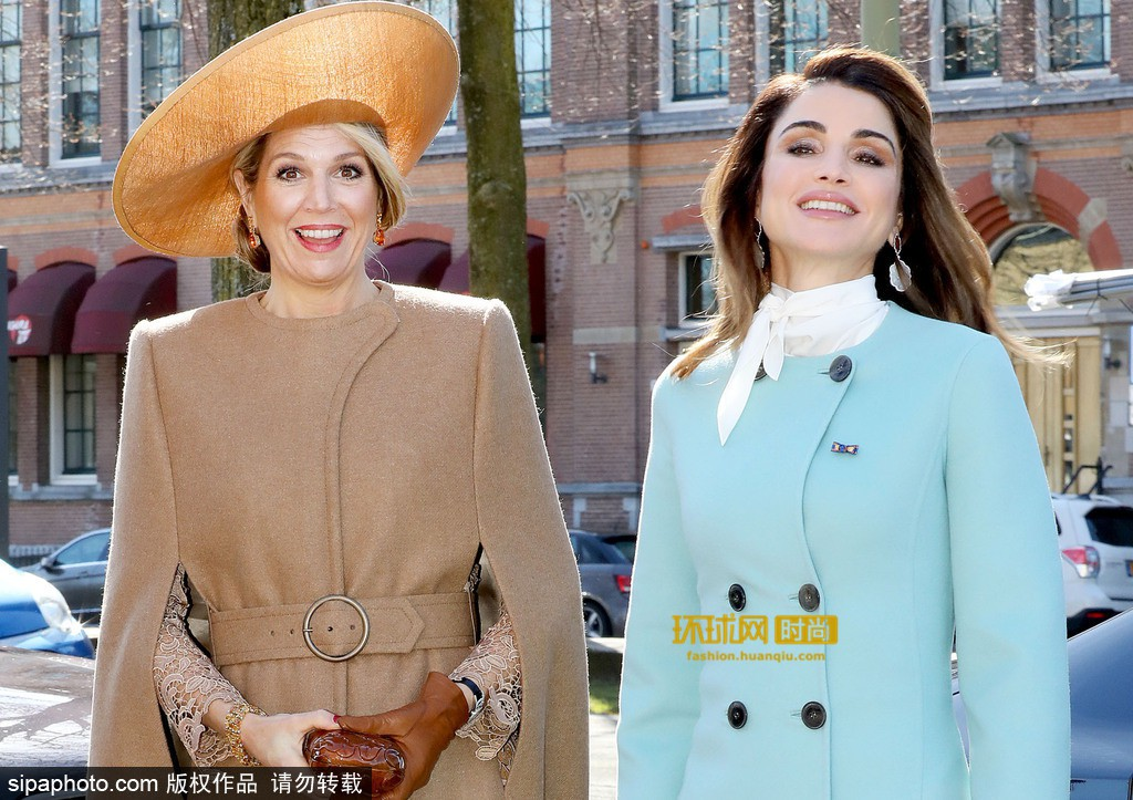 Tại Hoàng gia Hà Lan, cũng có một vị Hoàng hậu chuyên mặc đồ sặc sỡ cạnh tranh với Nữ hoàng Anh - Ảnh 2.