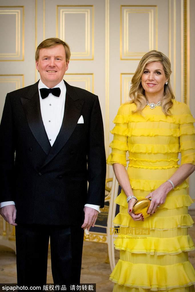 Tại Hoàng gia Hà Lan, cũng có một vị Hoàng hậu chuyên mặc đồ sặc sỡ cạnh tranh với Nữ hoàng Anh - Ảnh 5.