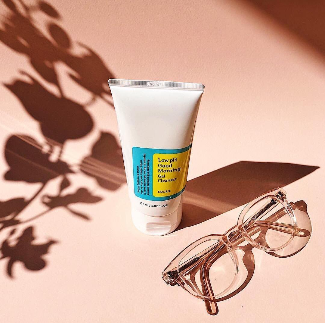 Quy trình 4 bước này sẽ giúp hồi sinh làn da sau cả ngày dài tiếp xúc với nắng nóng, khói bụi - Ảnh 2.