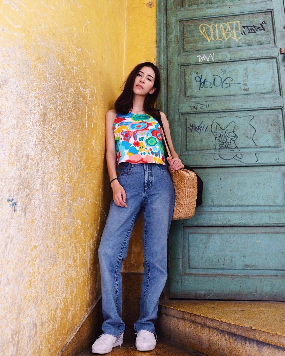 19 chiêu mix&match chất lừ với quần jeans ống rộng, cứ mặc lên là cao thêm cả chục phân chứ chẳng ít - Ảnh 7.