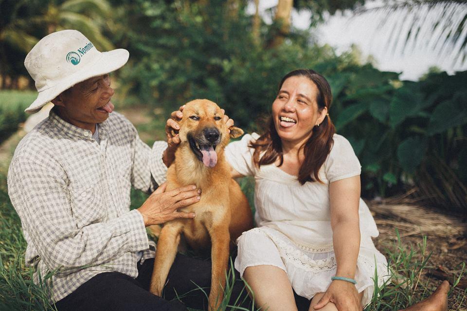 Đi đâu cũng được, có nhau là được - Bộ ảnh đồng quê chụp cặp vợ chồng U50 nhưng tình hơn tụi trẻ - Ảnh 3.