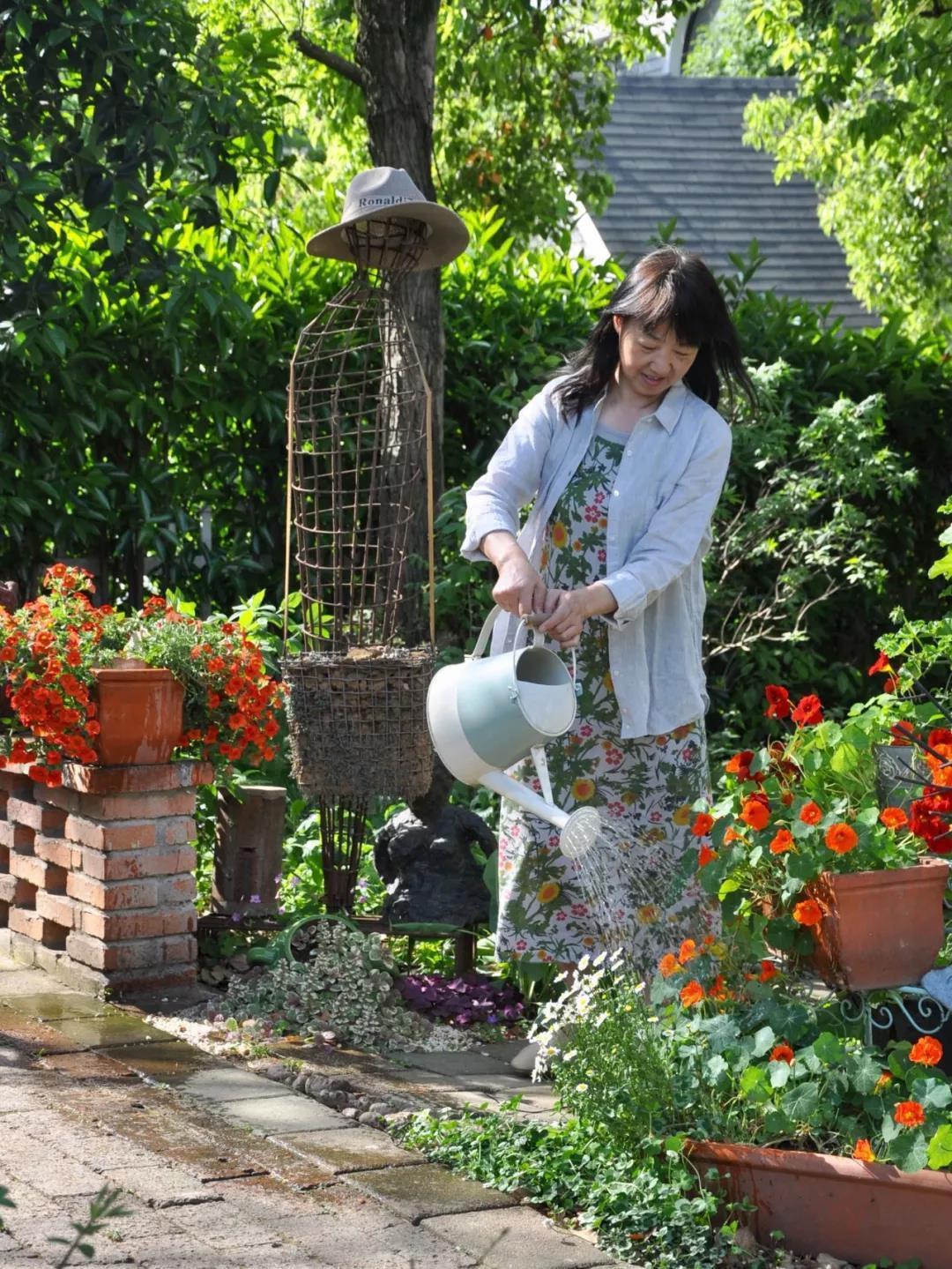 Khu vườn đẹp như chốn thần tiên do người phụ nữ dành tất cả tình yêu trong suốt 16 năm chăm sóc - Ảnh 8.